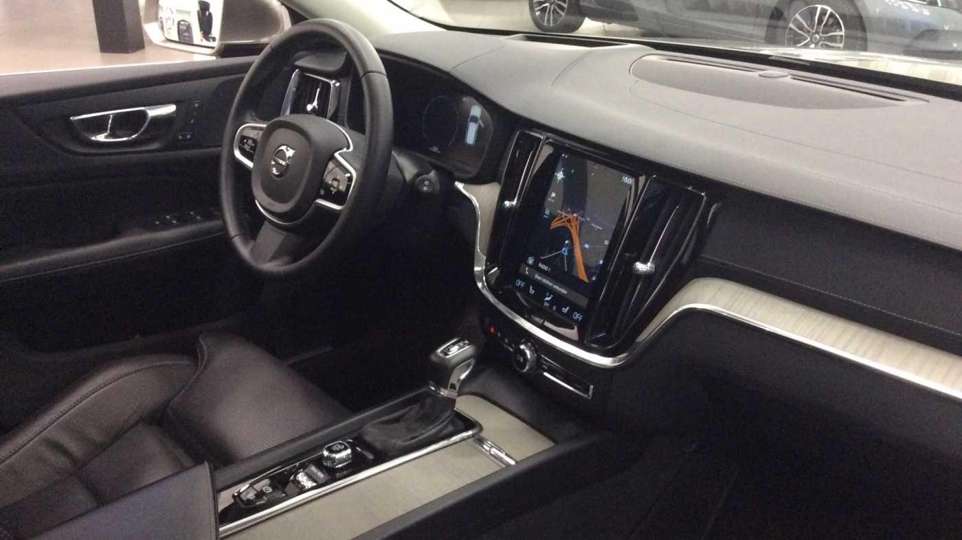 Volvo V60 Inscription D3 Geartronic + Navi + Intellisafe Pro + Xenium + Versatility + .... 7/24