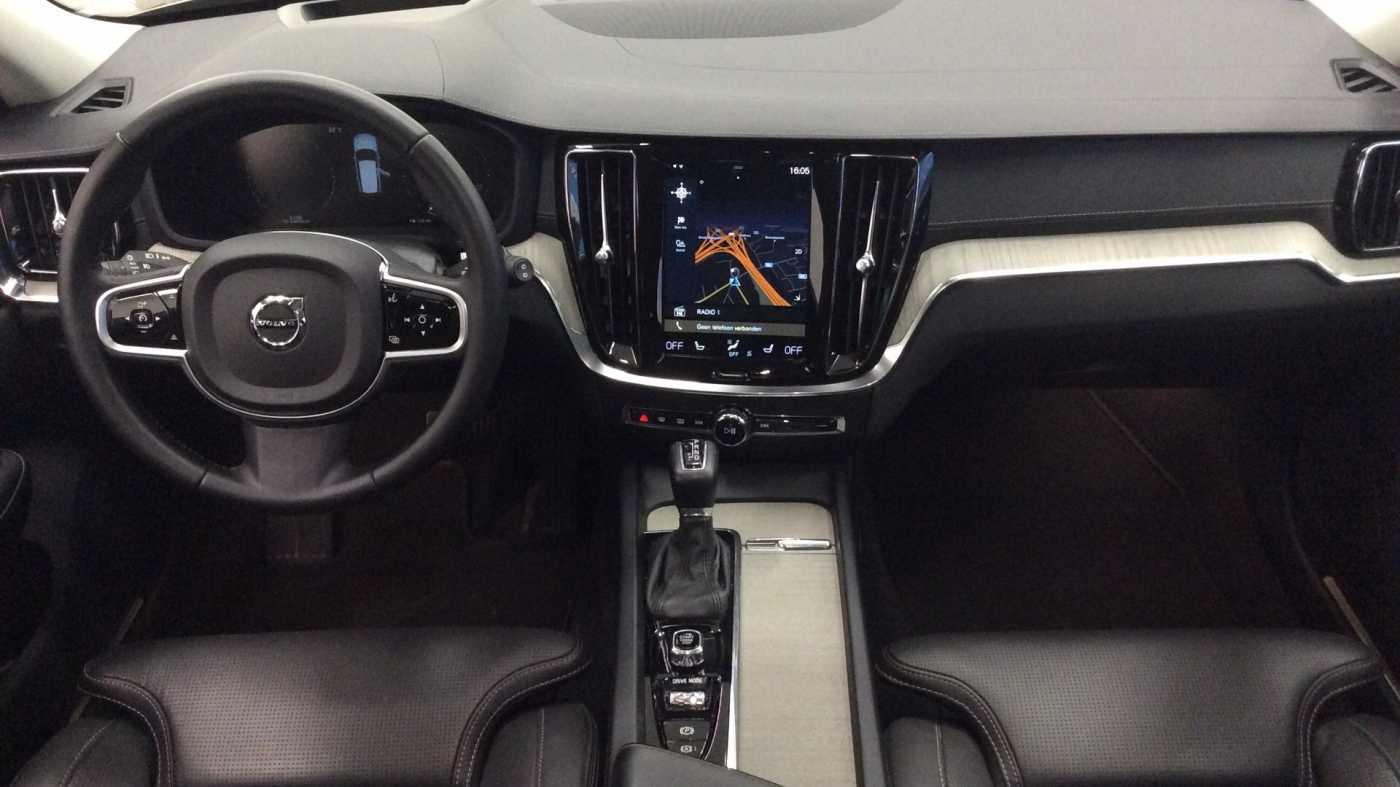 Volvo V60 Inscription D3 Geartronic + Navi + Intellisafe Pro + Xenium + Versatility + .... 8/24