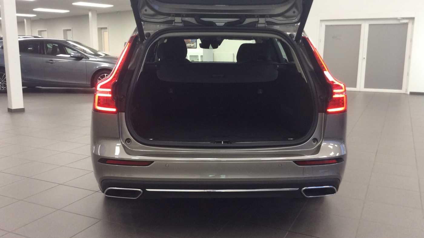Volvo V60 Inscription D3 Geartronic + Navi + Intellisafe Pro + Xenium + Versatility + .... 9/24