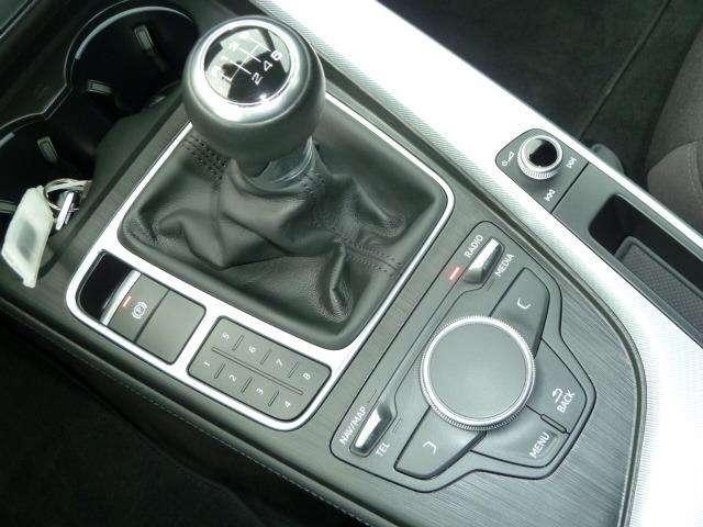 Audi A4 2.0 TDi Design SALOON 7/15