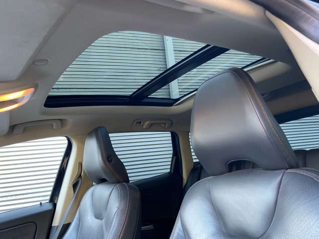 Volvo XC60 2.4 D3 AWD R-design Geartronic PANORAMIK DAK * GPS 11/15