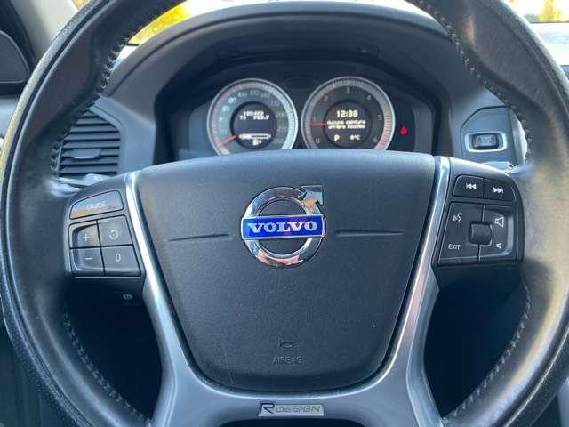 Volvo XC60 2.4 D3 AWD R-design Geartronic PANORAMIK DAK * GPS 12/15