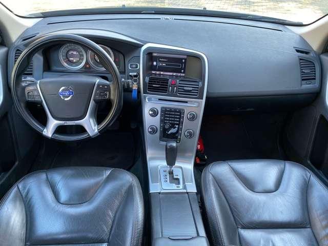 Volvo XC60 2.4 D3 AWD R-design Geartronic PANORAMIK DAK * GPS 9/15