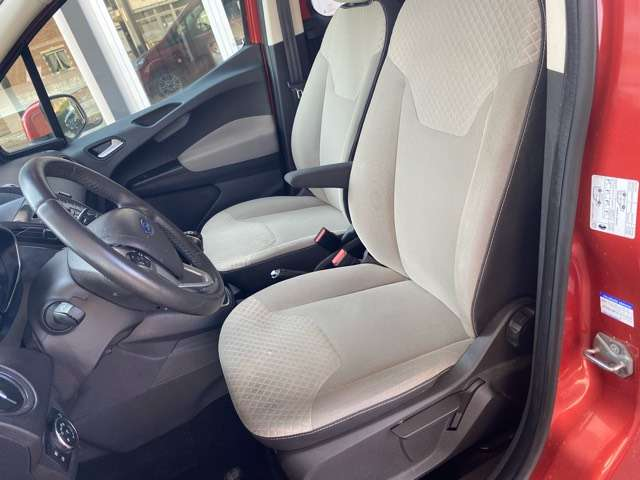 Ford Tourneo Courier *** 5 PLAATS *** CLIM *** EURO 5 10/15
