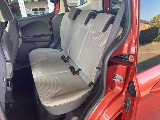 Ford Tourneo Courier *** 5 PLAATS *** CLIM *** EURO 5 11/15