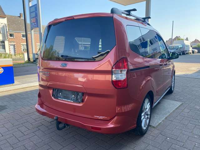 Ford Tourneo Courier *** 5 PLAATS *** CLIM *** EURO 5 6/15
