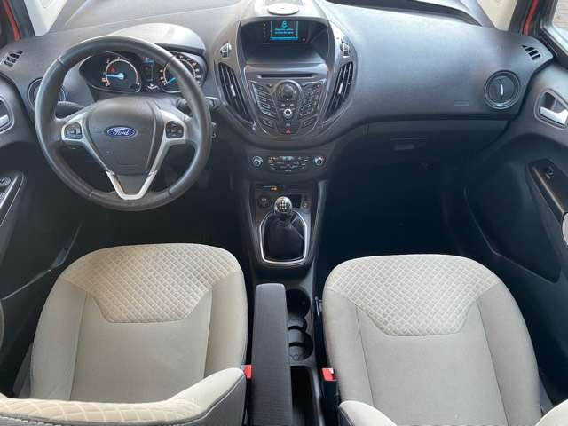 Ford Tourneo Courier *** 5 PLAATS *** CLIM *** EURO 5 9/15