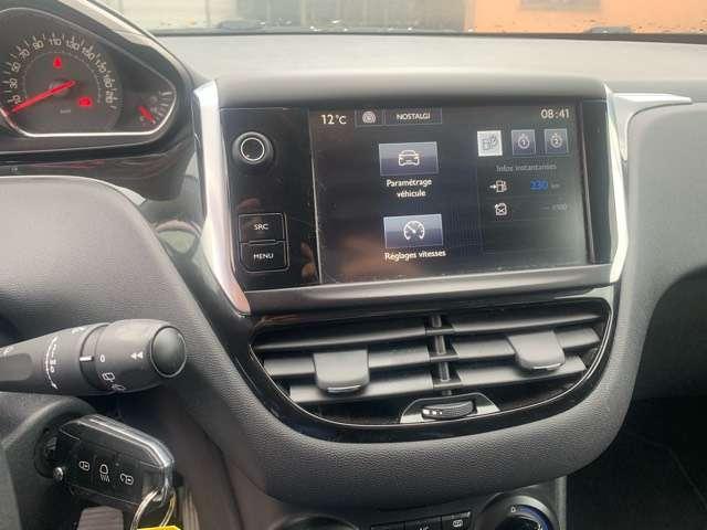 Peugeot 208 1.4 HDi Style 7/9