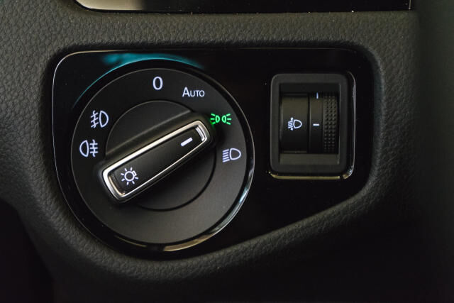 Volkswagen Golf Mark 1 1.2 TSI Cup // Navi, Sensoren, Bluetooth 28/30
