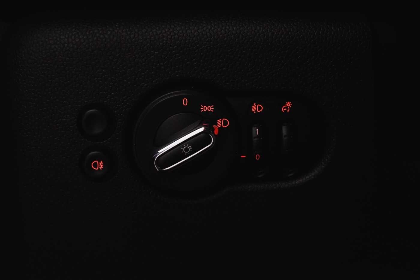 MINI One First // Airco manueel, Keyless start, USB 24/26