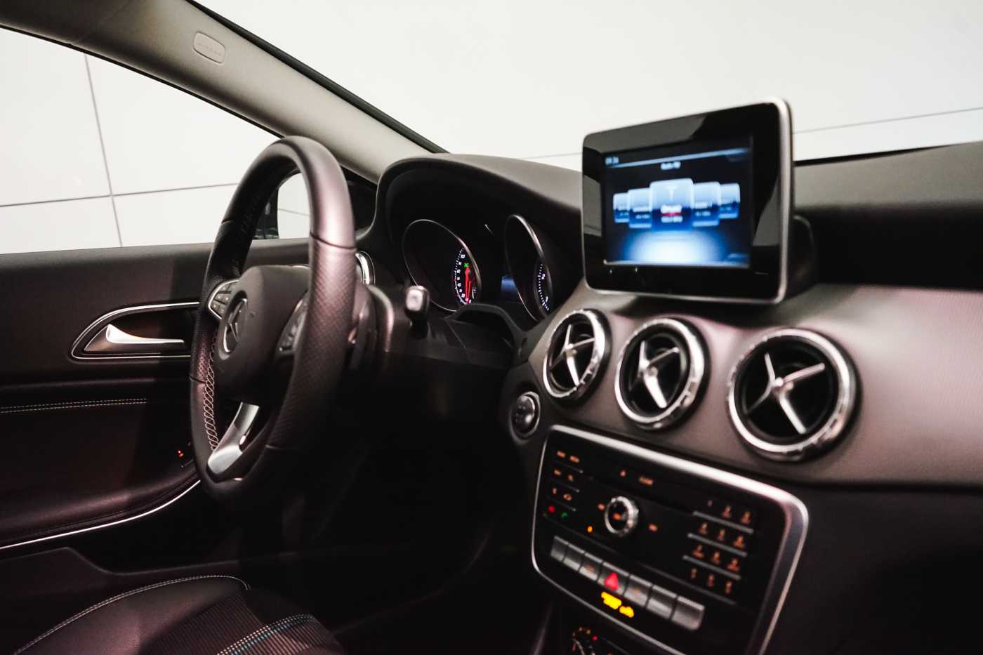 Mercedes CLA 200 d //Camera, Airco, Navi 12/33