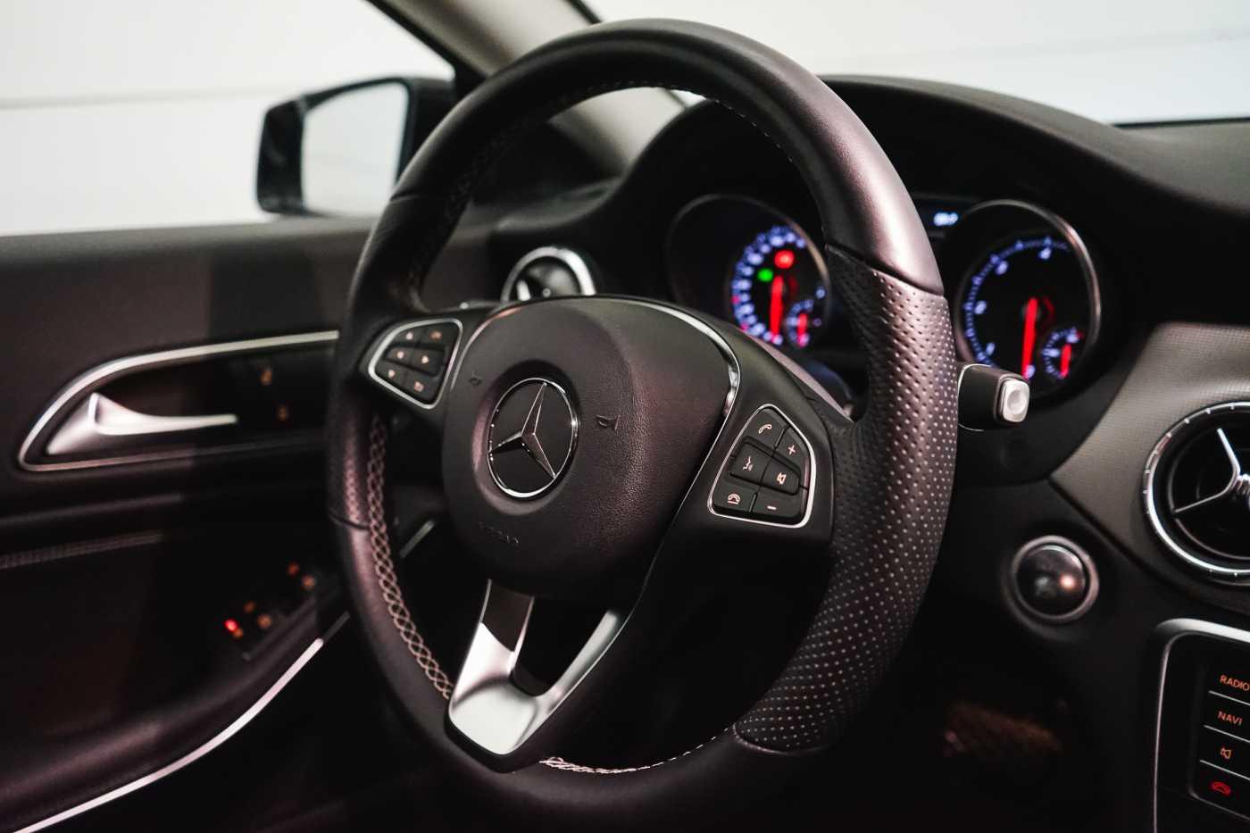 Mercedes CLA 200 d //Camera, Airco, Navi 15/33