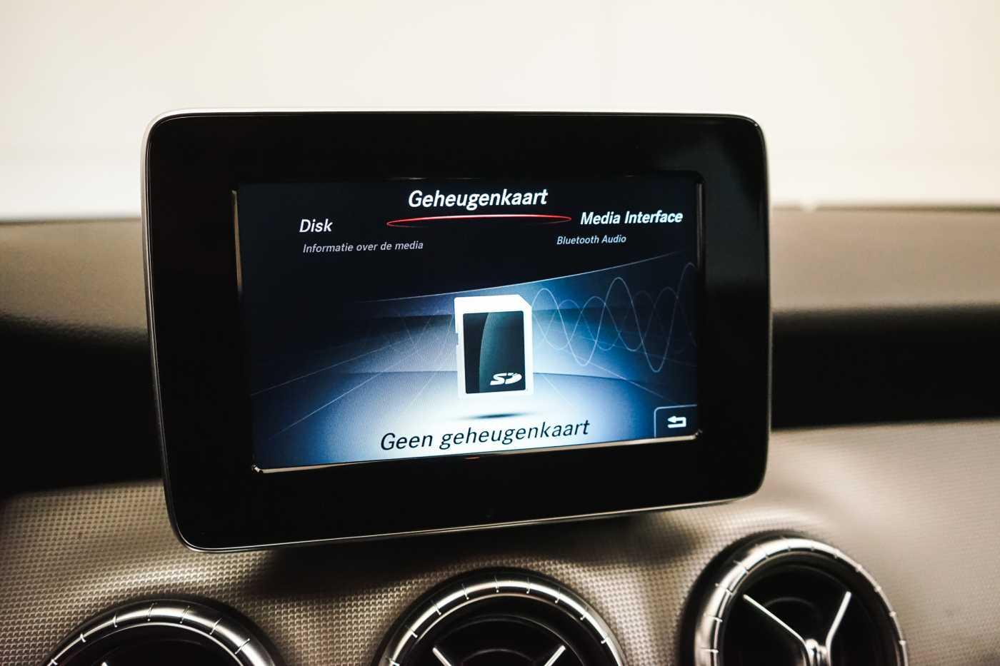 Mercedes CLA 200 d //Camera, Airco, Navi 19/33