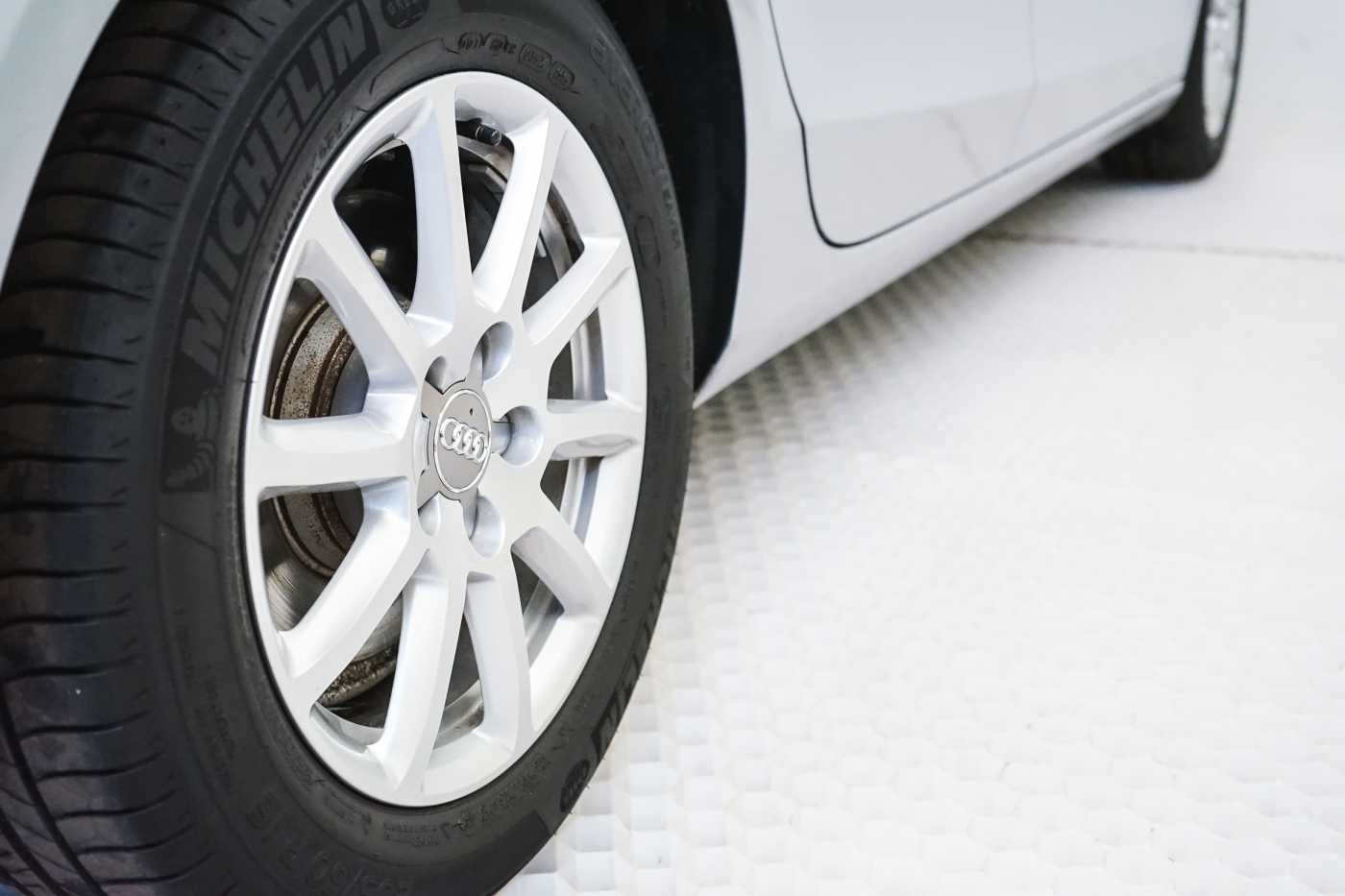 Audi A4 2.0 TDi S tronic // Sensoren, Bluetooth, Zetelverwarming 9/30