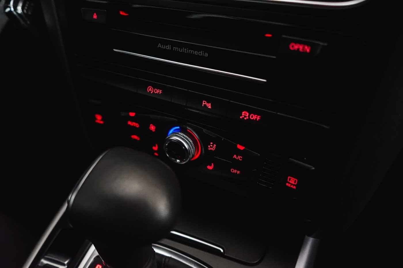 Audi A4 2.0 TDi S tronic // Sensoren, Bluetooth, Zetelverwarming 14/30