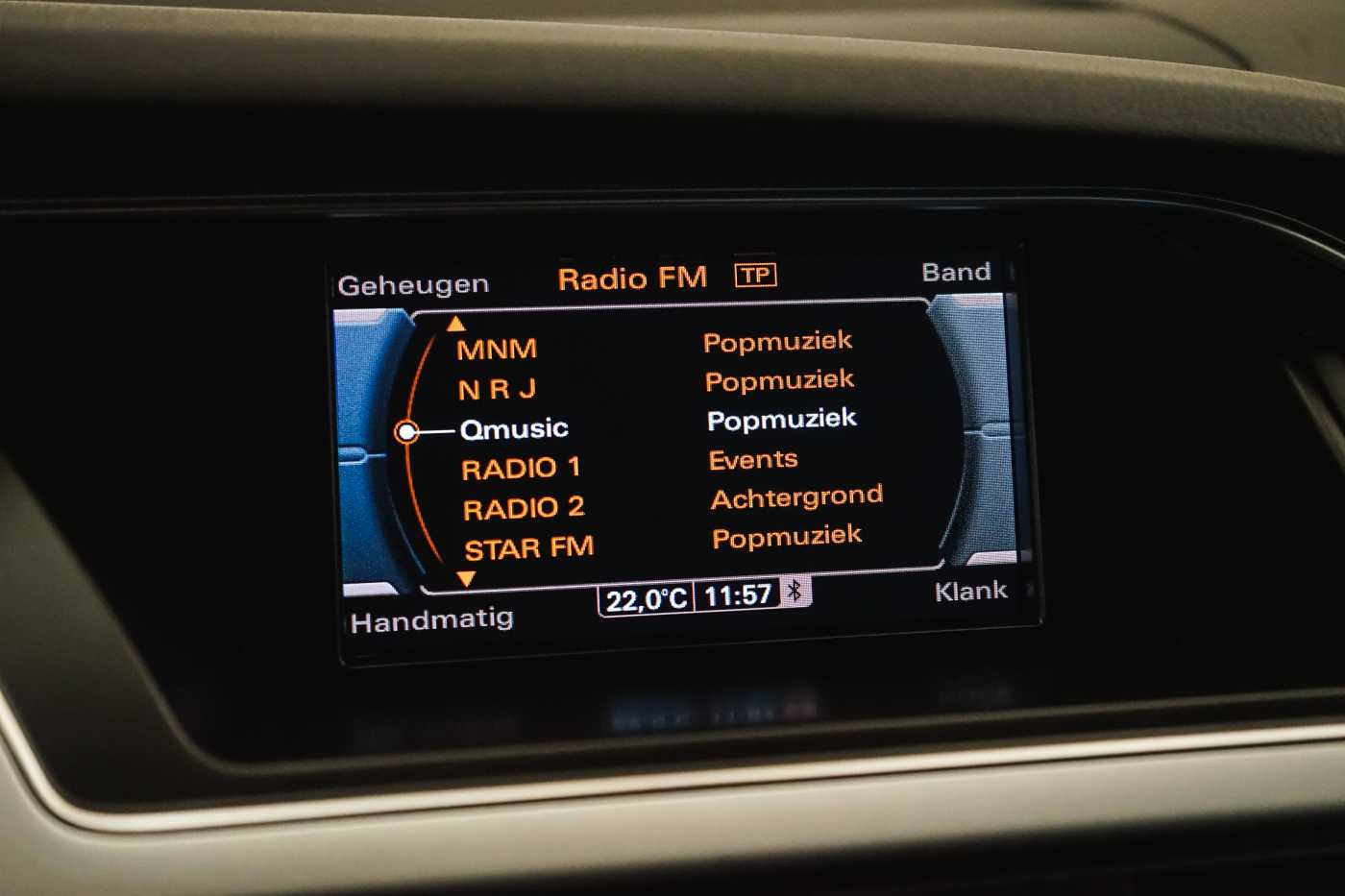 Audi A4 2.0 TDi S tronic // Sensoren, Bluetooth, Zetelverwarming 18/30