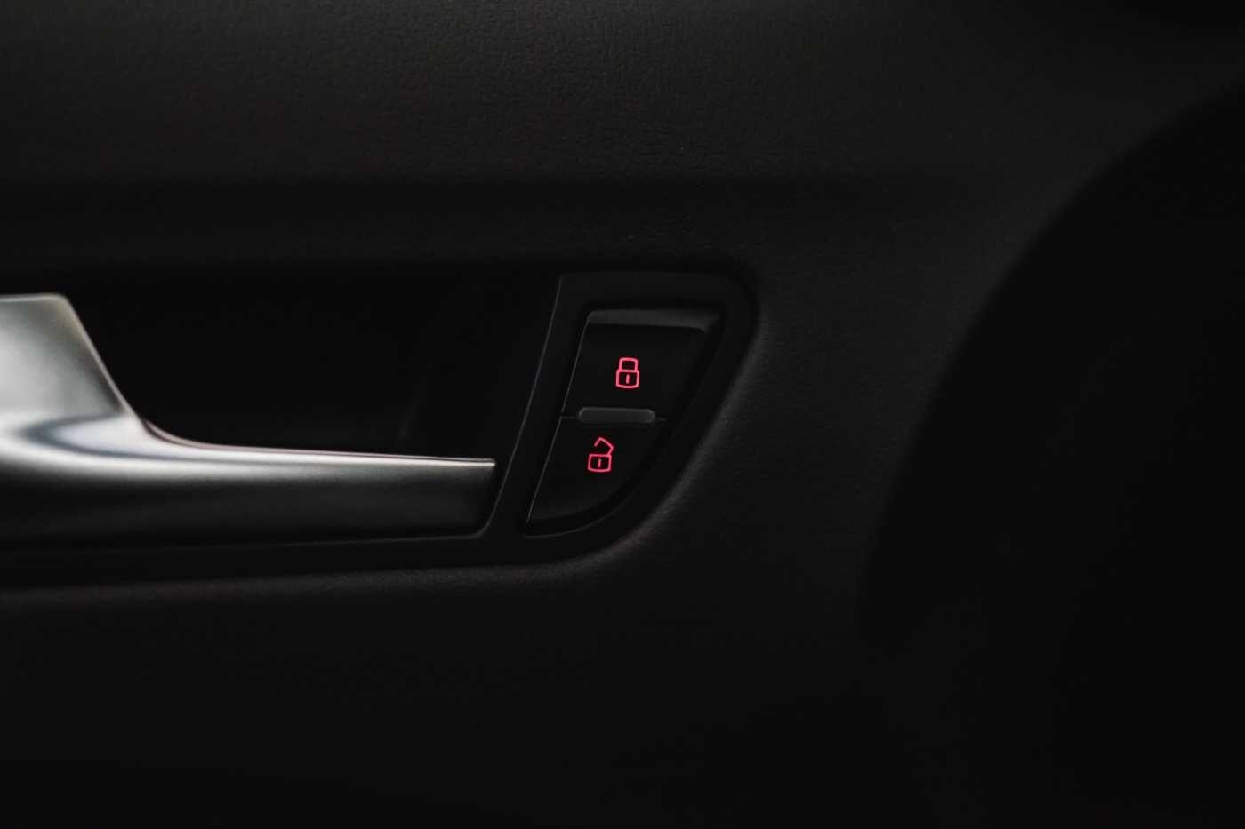 Audi A4 2.0 TDi S tronic // Sensoren, Bluetooth, Zetelverwarming 29/30