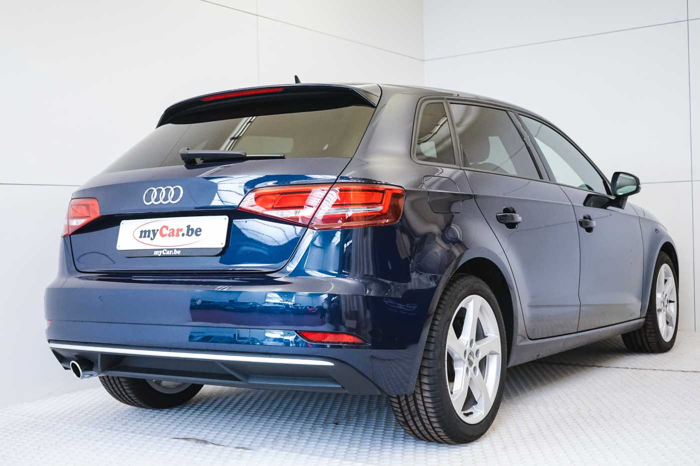 Audi A3 1.6 TDi Sport // dualzone airco, navi, zetelverwarming 4/33
