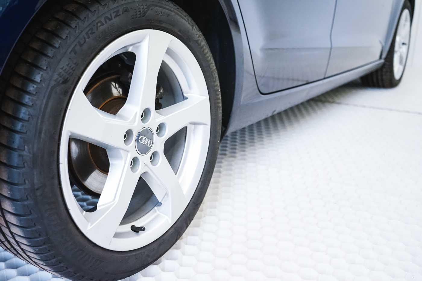 Audi A3 1.6 TDi Sport // dualzone airco, navi, zetelverwarming 8/33