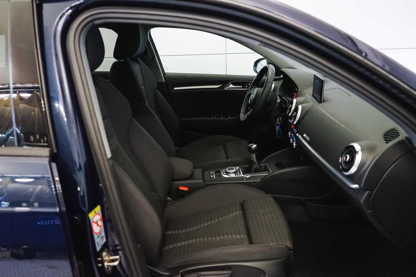 Audi A3 1.6 TDi Sport // dualzone airco, navi, zetelverwarming 9/33