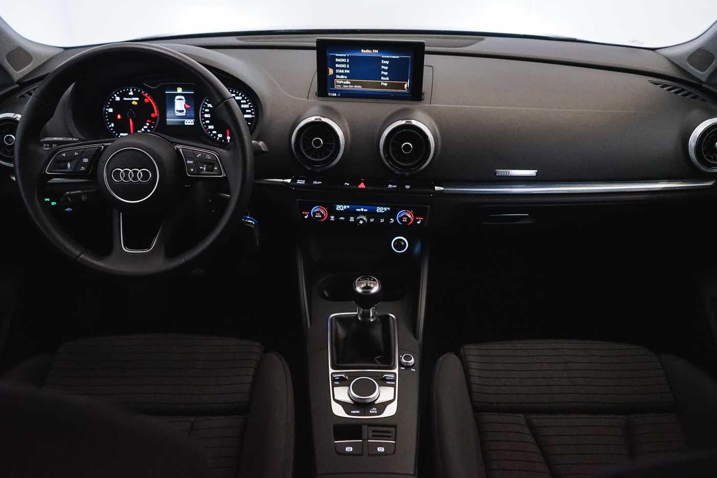 Audi A3 1.6 TDi Sport // dualzone airco, navi, zetelverwarming 11/33
