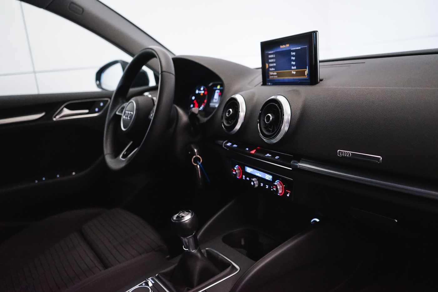 Audi A3 1.6 TDi Sport // dualzone airco, navi, zetelverwarming 12/33