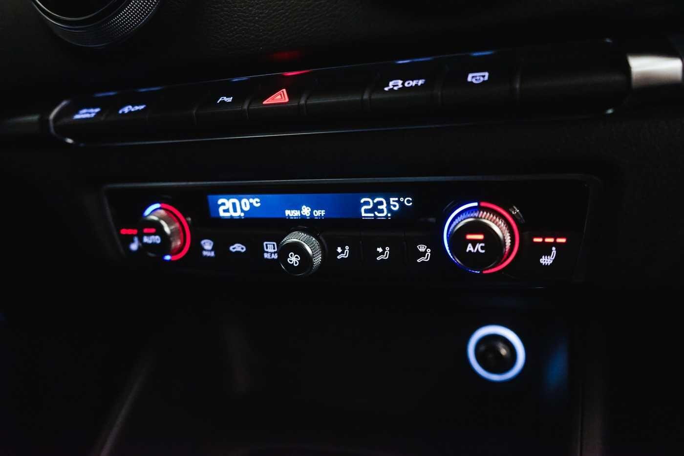 Audi A3 1.6 TDi Sport // dualzone airco, navi, zetelverwarming 13/33