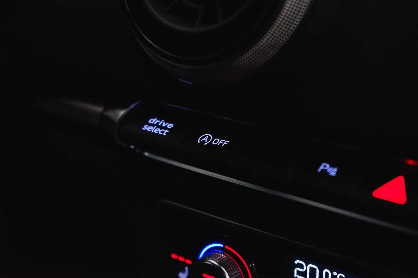 Audi A3 1.6 TDi Sport // dualzone airco, navi, zetelverwarming 14/33