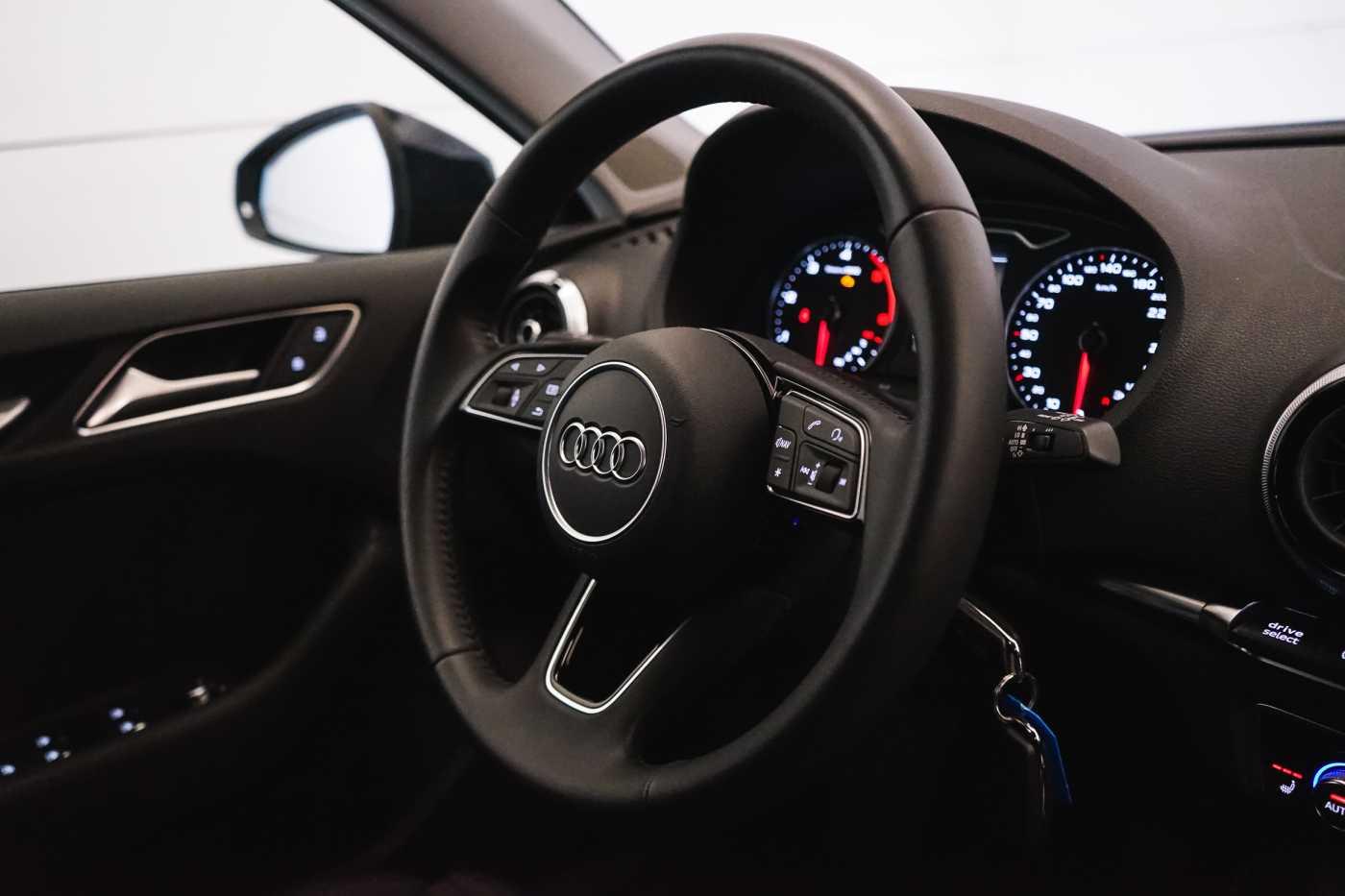 Audi A3 1.6 TDi Sport // dualzone airco, navi, zetelverwarming 17/33