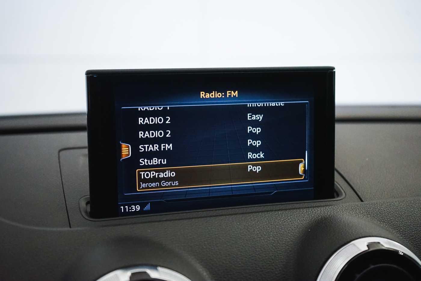 Audi A3 1.6 TDi Sport // dualzone airco, navi, zetelverwarming 18/33