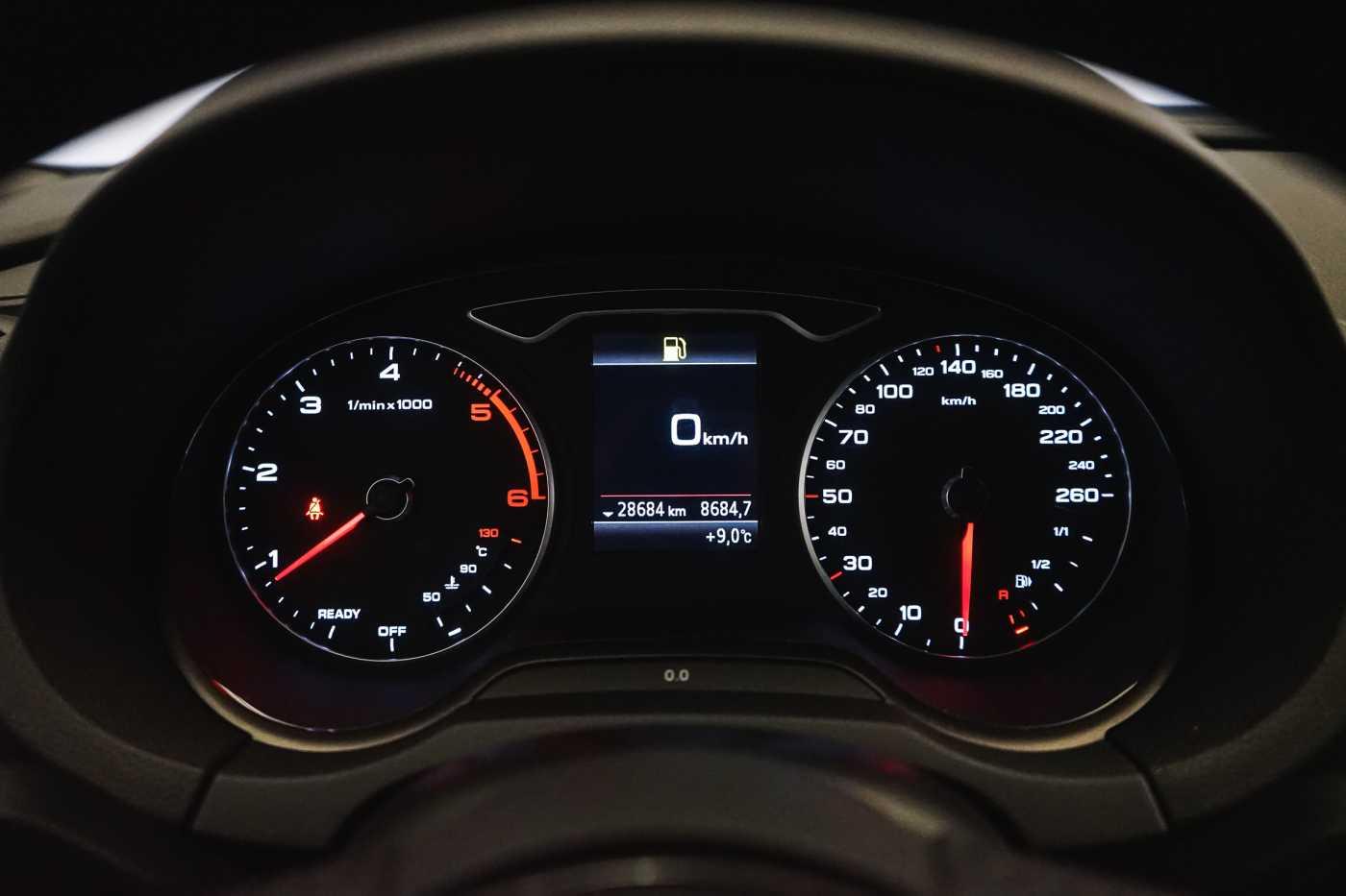 Audi A3 1.6 TDi Sport // dualzone airco, navi, zetelverwarming 25/33