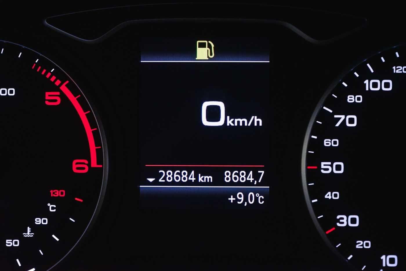 Audi A3 1.6 TDi Sport // dualzone airco, navi, zetelverwarming 26/33