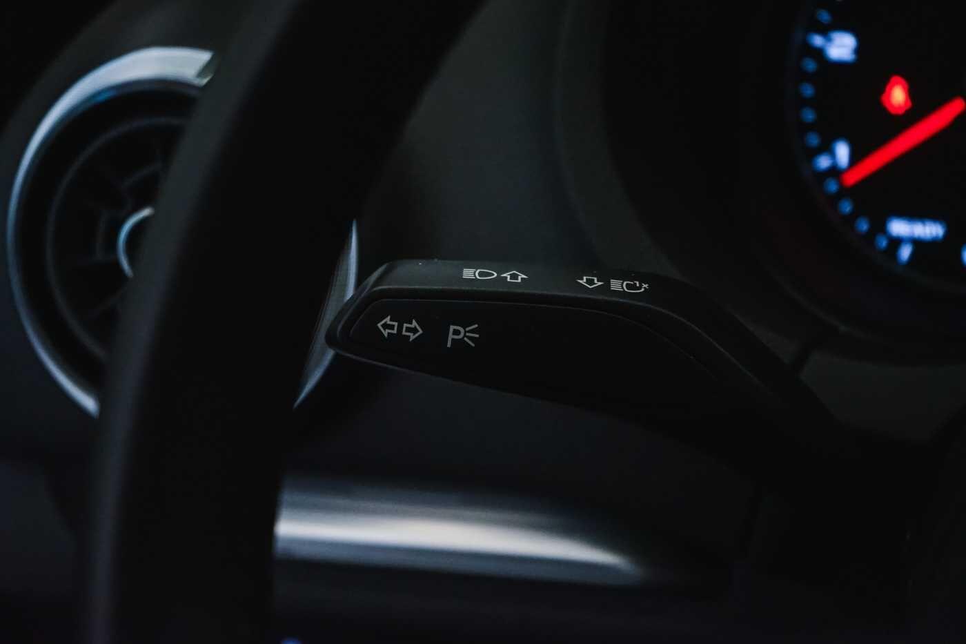 Audi A3 1.6 TDi Sport // dualzone airco, navi, zetelverwarming 28/33