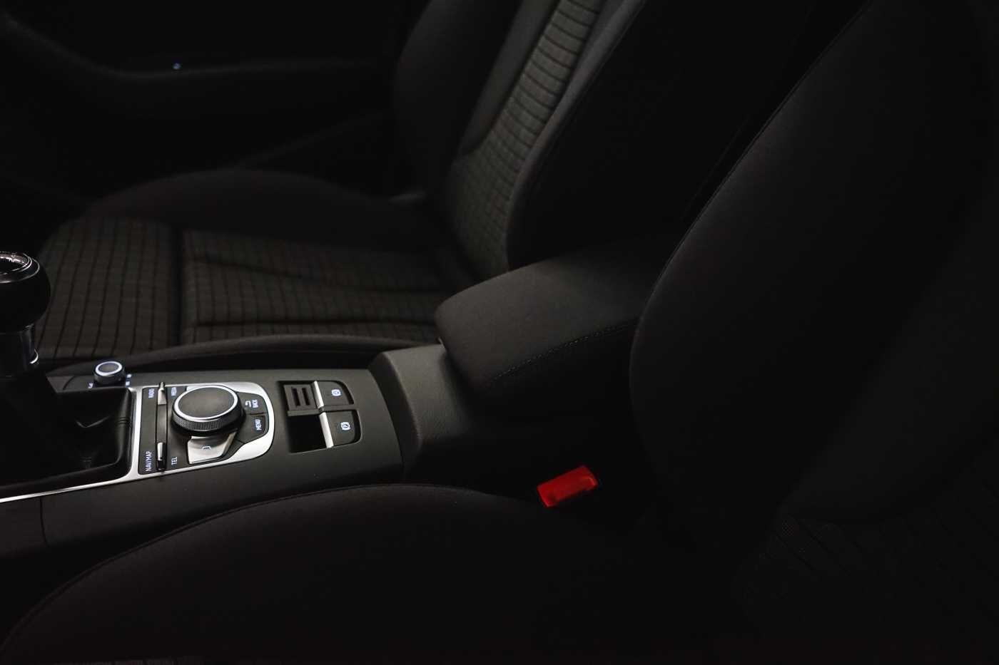 Audi A3 1.6 TDi Sport // dualzone airco, navi, zetelverwarming 33/33