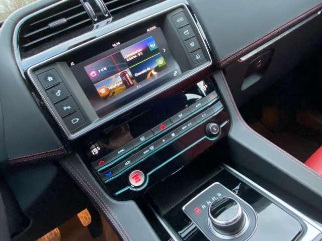 Jaguar F-Pace 2.0 D AWD R-Sport 6/15