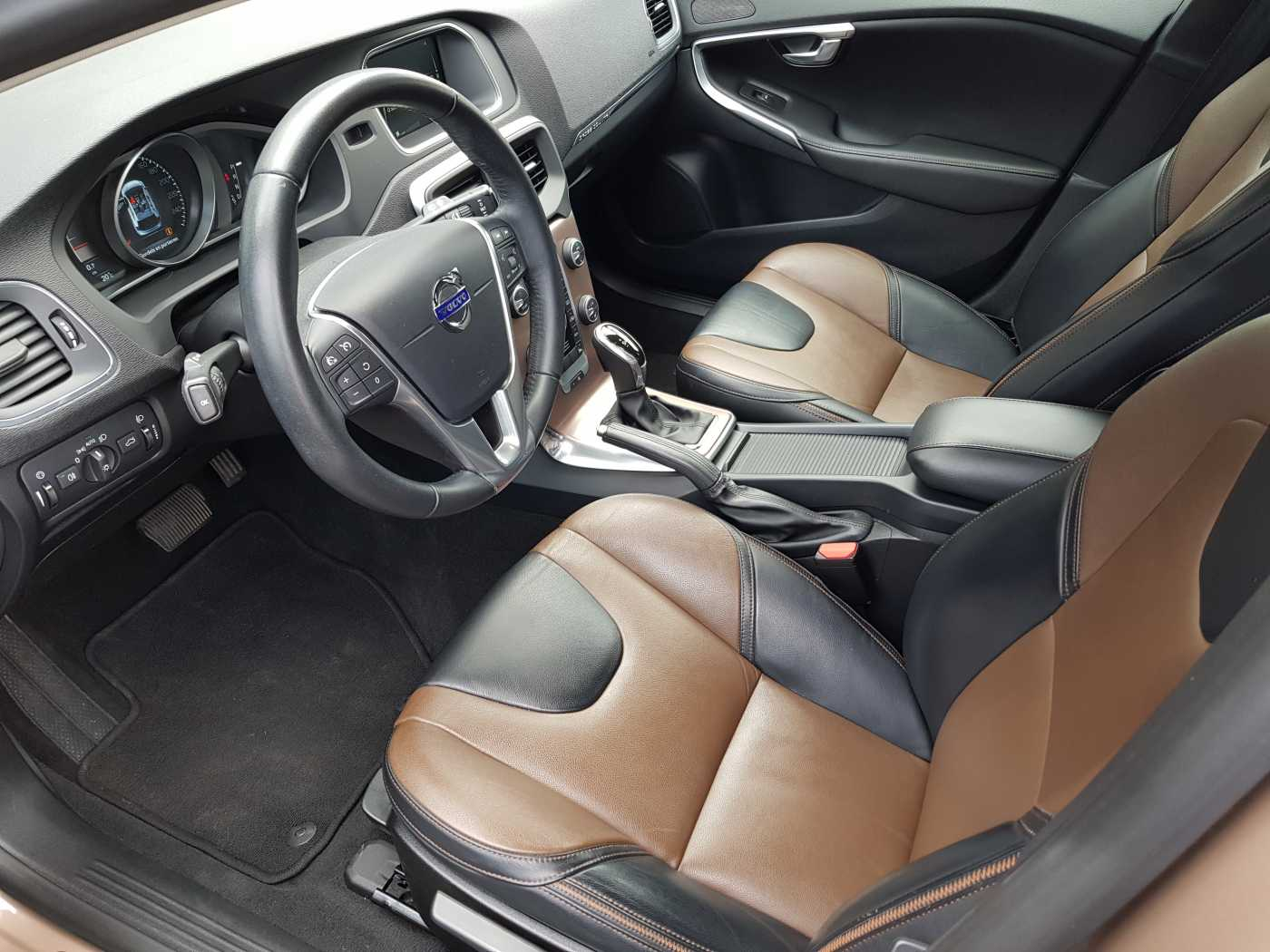 Volvo V40 Cross Country Cross Country D2 AUT Summum 4/10