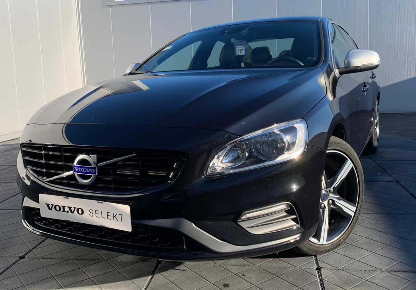 Volvo S60 R-Design D2 1/10