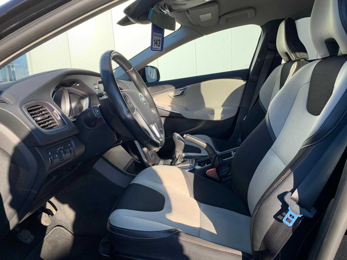 Volvo V40 Cross Country Cross Country D2 Momentum 4/9