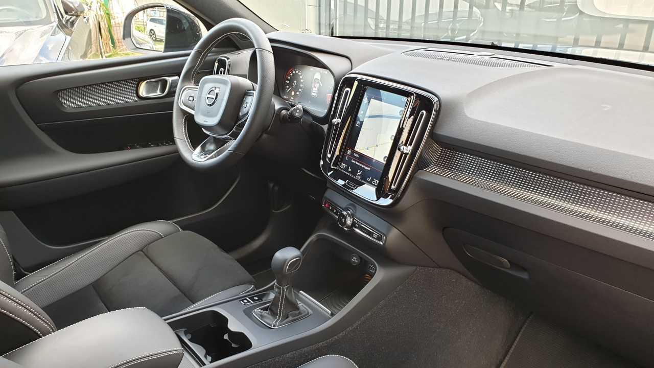 Volvo XC 40 T3 R-Design 8/14