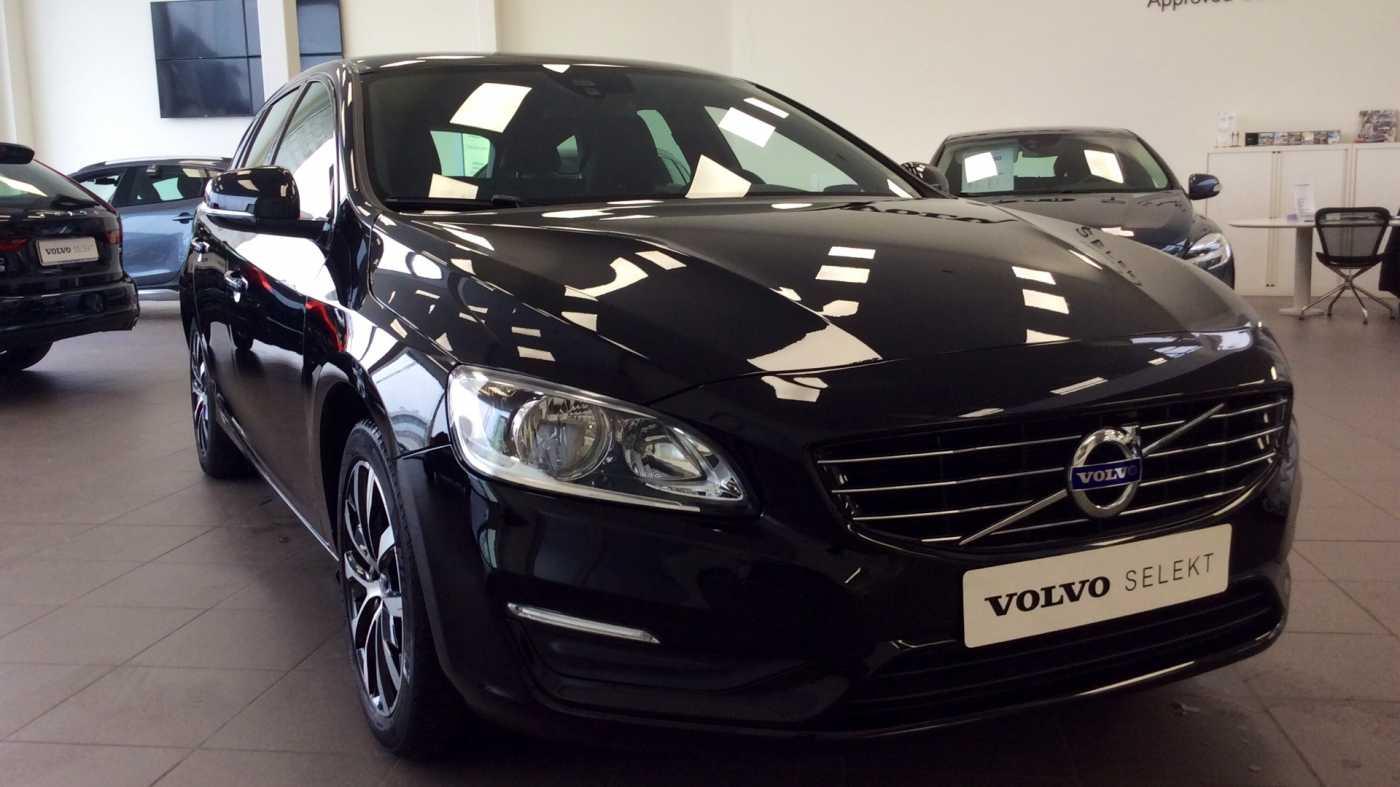 Volvo V60 Dynamic D2 Geartronic + Navi + Winter Pack + .... 24/24