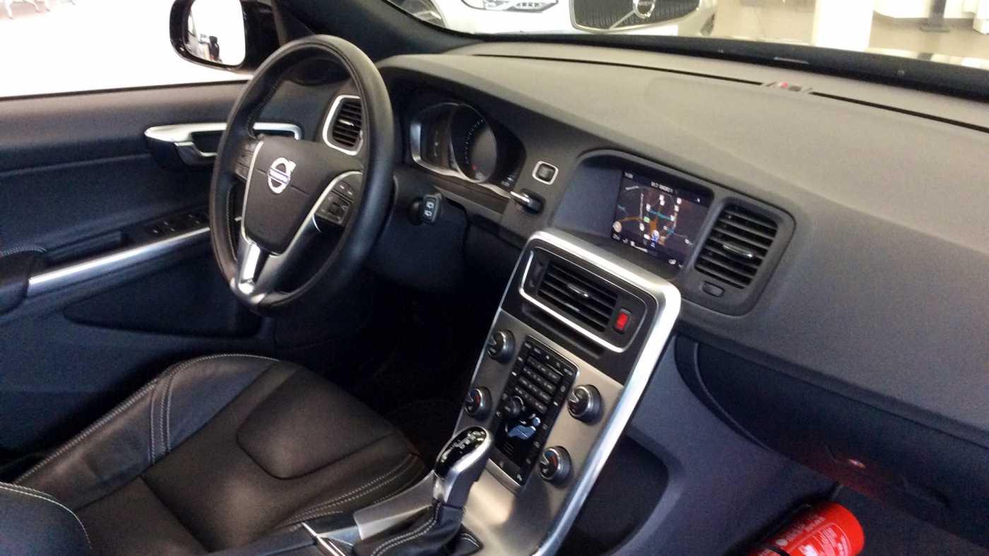 Volvo V60 Dynamic D2 Geartronic + Navi + Winter Pack + .... 7/24
