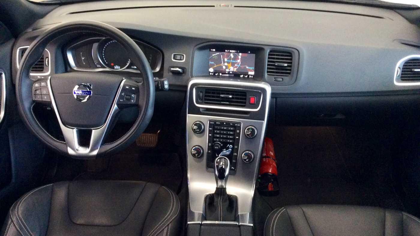 Volvo V60 Dynamic D2 Geartronic + Navi + Winter Pack + .... 8/24