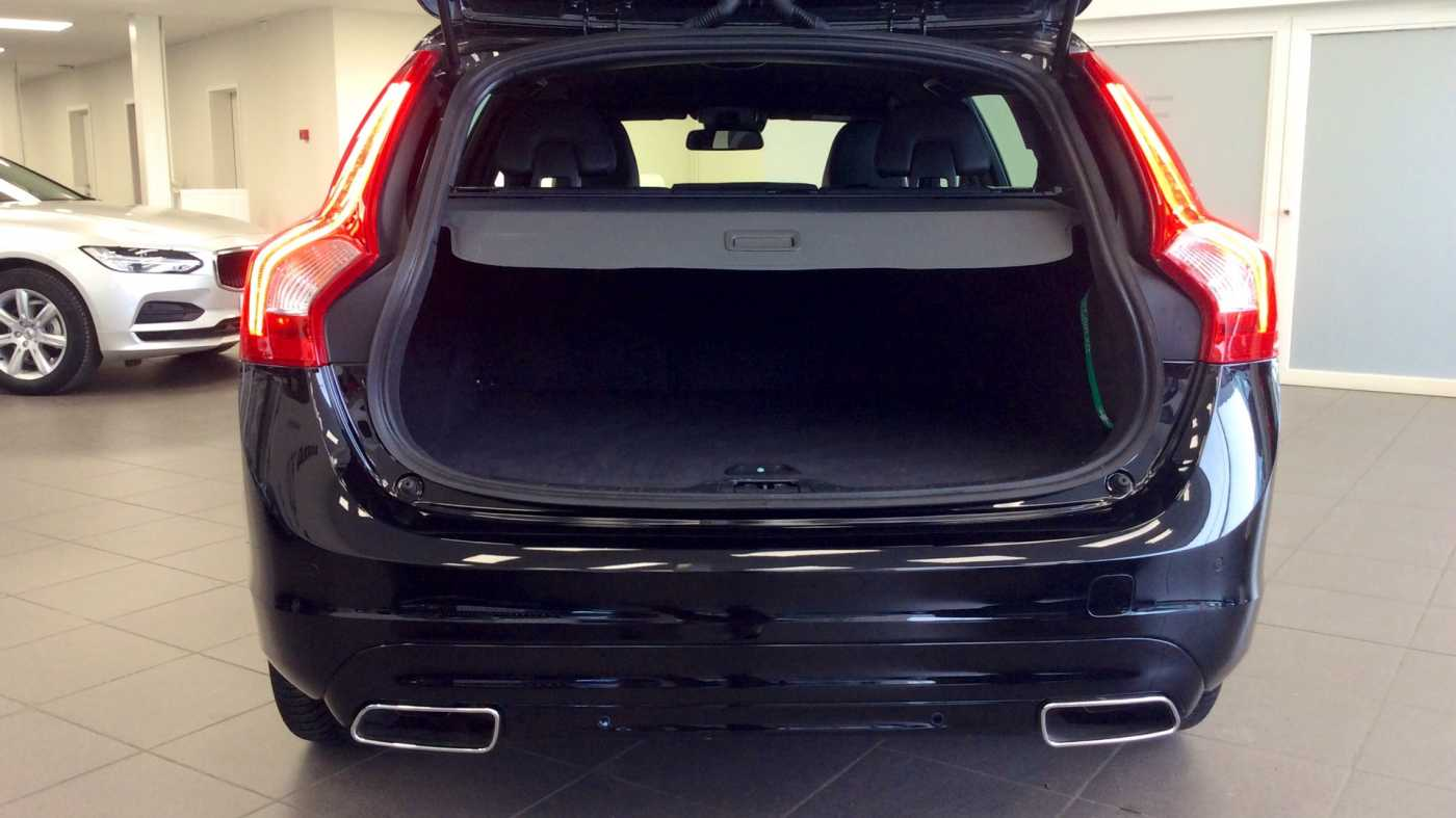 Volvo V60 Dynamic D2 Geartronic + Navi + Winter Pack + .... 9/24