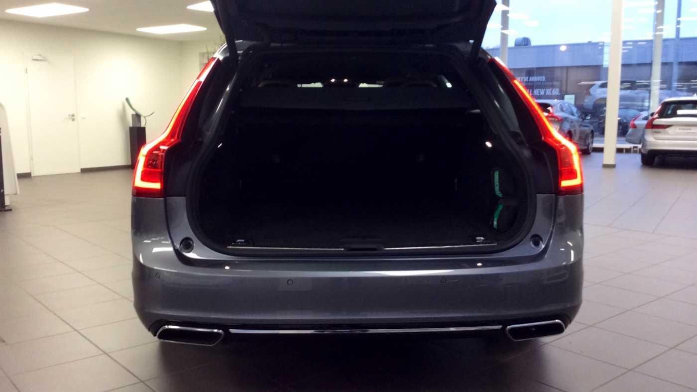 Volvo V90 D3 6-traps Geartronic Inscription + Navi + Leder + .... 9/24
