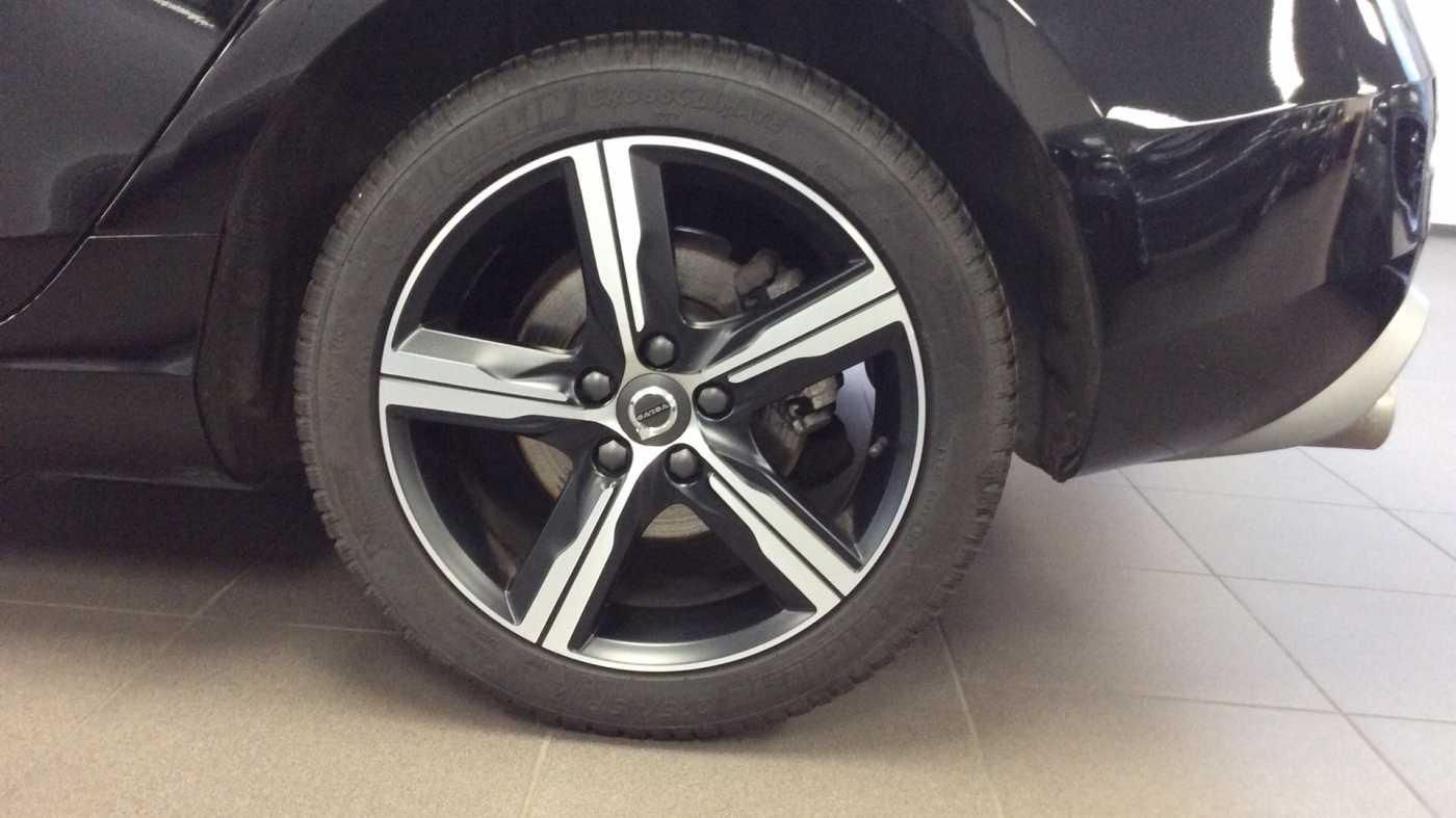 Volvo V40 Sport Edition T2 Geartronic + Navi + Leder + Winter Pack + ... 10/24