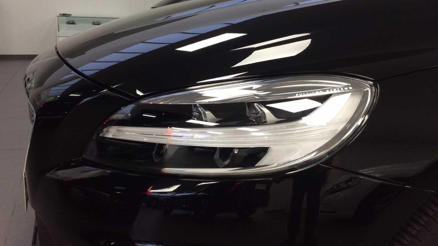 Volvo V40 Sport Edition T2 Geartronic + Navi + Leder + Winter Pack + ... 24/24