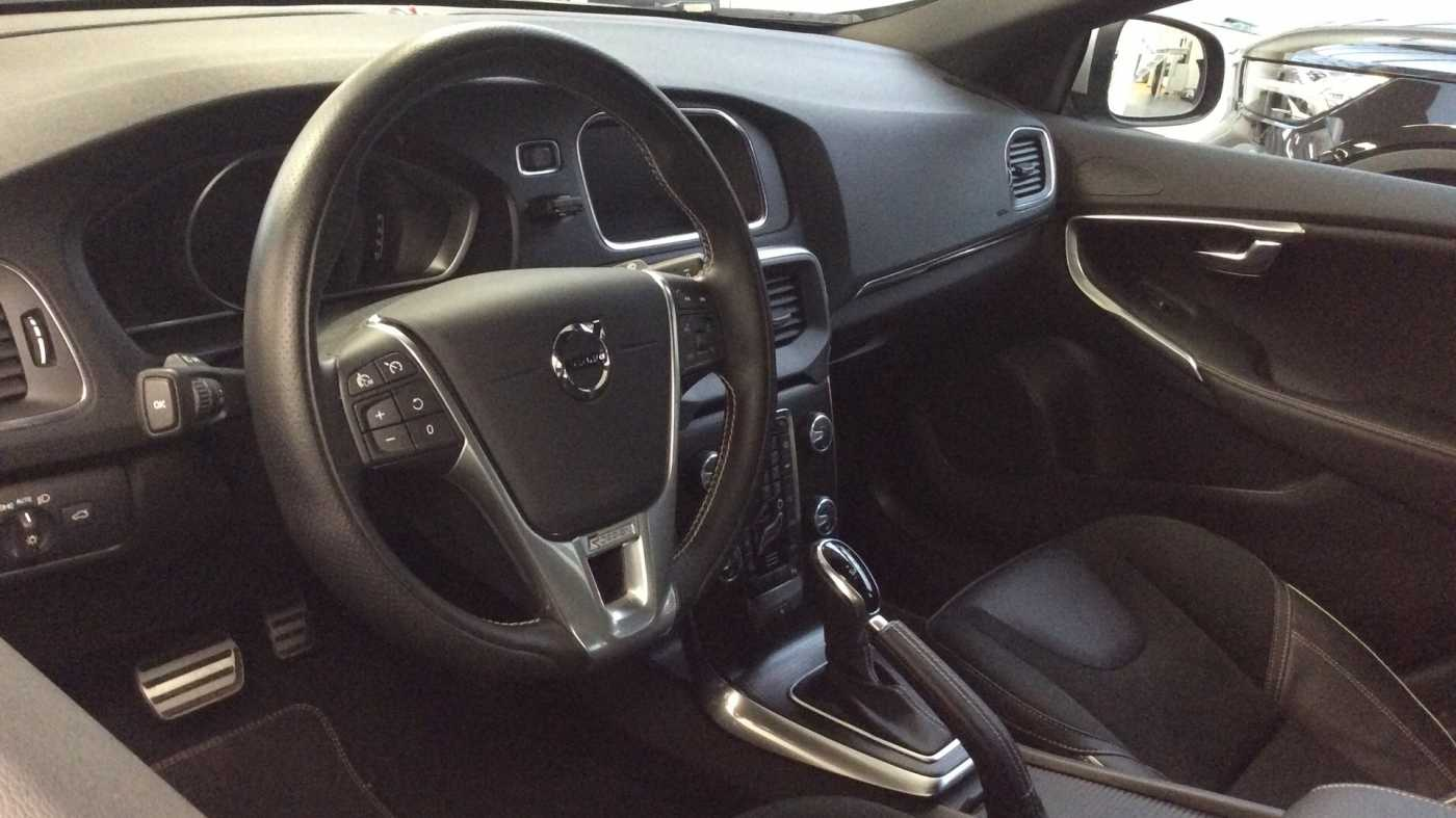 Volvo V40 Sport Edition T2 Geartronic + Navi + Leder + Winter Pack + ... 5/24