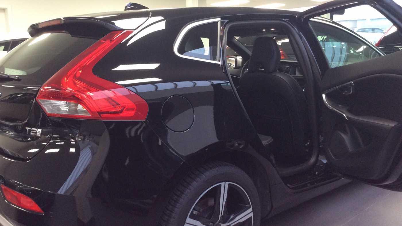 Volvo V40 Sport Edition T2 Geartronic + Navi + Leder + Winter Pack + ... 6/24