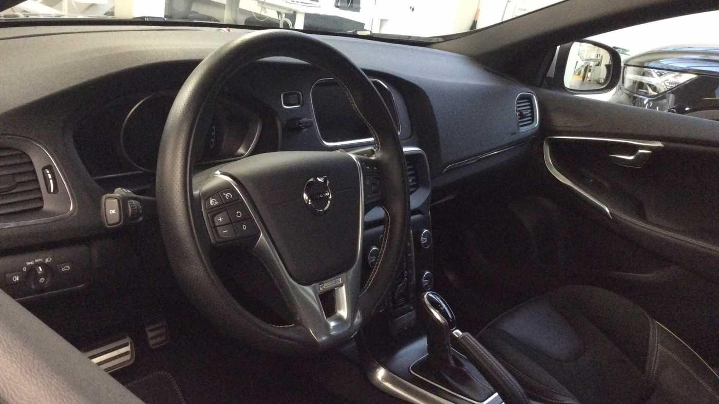 Volvo V40 Sport Edition T2 Geartronic + Navi + Leder + Winter Pack + ... 7/24