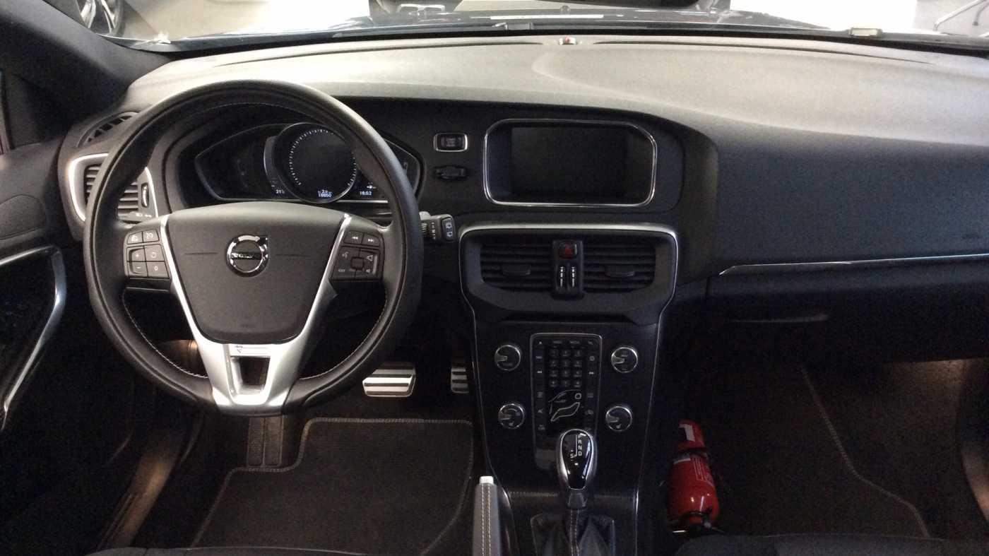 Volvo V40 Sport Edition T2 Geartronic + Navi + Leder + Winter Pack + ... 8/24